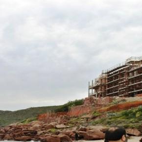Carloforte: l'ecomostro vista-mare e le sue mille contraddizioni