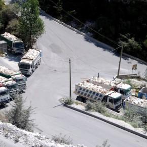 Detriti di Alpi Apuane in attesa di essere micronizzati per diventar polvere di CaCO3