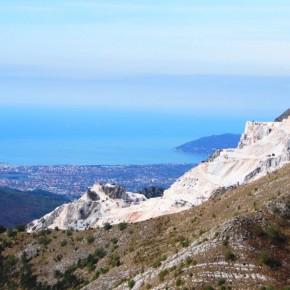 L'Ex-Monte Serrone - Nelle foto del passato scattate dalla medesima prospettiva Punta Bianca e Montemarcello non erano visibili.