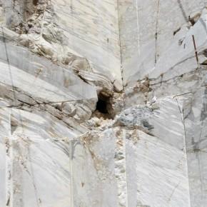 Monte Corchia 1677 m.s.l.m., Cava dei Tavolini - Infiltrazione carsica captata - il Corchia è conosciuto anche come la montagna vuota a causa del complesso ipogeo al suo interno.