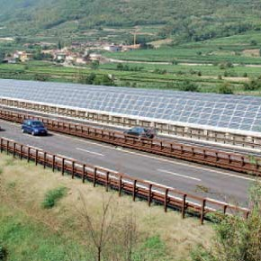 Fotovoltaico: con migliaia di km di autostrade non serve occupare suolo fertile!