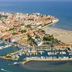 Sulla laguna di Grado incombe un progetto turistico che riverserebbe sull'isola 400mila metri cubi di cemento.