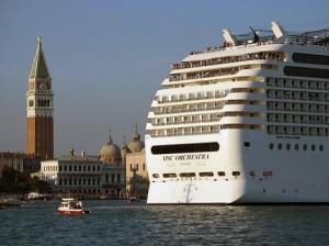 grandi navi a Venezia (foto da www.radiopadova.com)