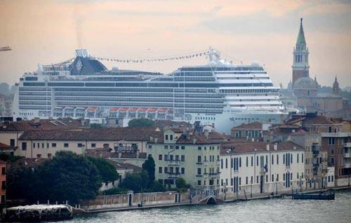 grandi navi a Venezia (foto da www.europaquotidiano.it)