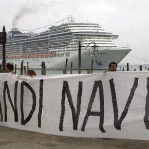 Venezia: il Canal Grande sotto assedio