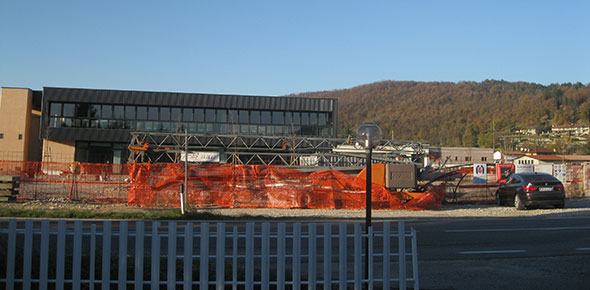 Nonostante le molte aree dismesse, si continua a costruire! (nuovo centro commerciale in costruzione)
