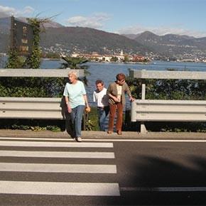 Super-guardrail: paradossali inviti all'insicurezza stradale