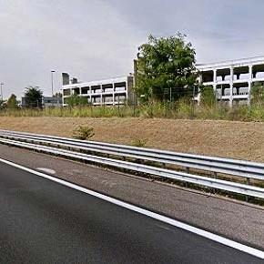 Viaggio nel cuore dell'A4 tra spazi vuoti e abbandonati. Perché consumare suolo invece di recuperare?