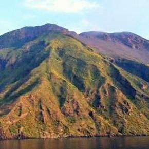Ginostra (Isole Eolie): come distruggere il paesaggio di una riserva naturale siciliana