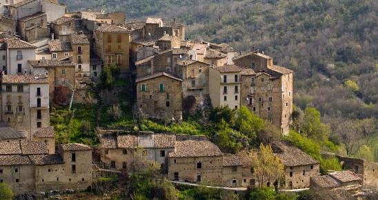 Italia Nostra: cresce il turismo nei borghi abitati, ma è allarme per 6.000 del tutto abbandonati