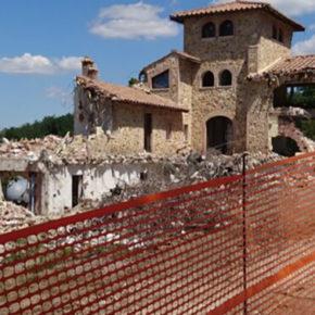 Podere Le Vigne, Casole d'Elsa: iniziata una delle più grandi demolizioni della storia toscana in ripristino delle offese al territorio e del paesaggio