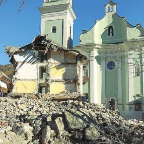 La demolizione dell'ex Hotel Post di Dobbiaco